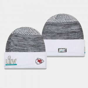 Hommes New Era Kansas City Chiefs Heather Gris Blanc Super Bowl LIV Sideline Cuffed Bonnet
